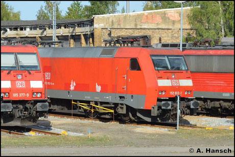 27. August 2016: 152 012-1 steht zwischen mehreren anderen Loks an der Drehscheibe in Leipzig-Engelsdorf Werkstätten