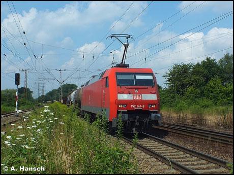 Am 16. Juli 2014 durchfährt 152 141-8 Leipzig-Thekla. Am Haken hat sie einen gemischten Güterzug