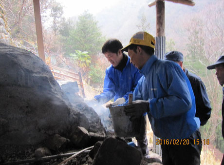 炭焼き窯の火入れ