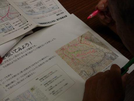 地形図に尾根と沢を書きこむ