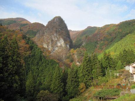 日原集落から稲村岩方面
