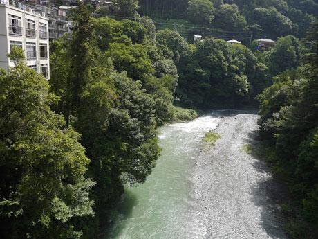 昭和橋より下流を見る