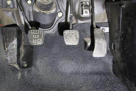 BNR34のアクセルペダルの汚れ