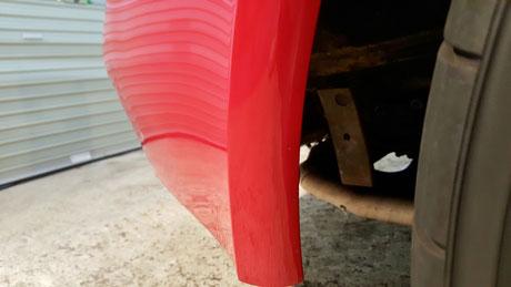 ポルシェ993赤のタイヤカス除去