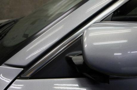 BMWのメタルモールのシミ・白サビ除去