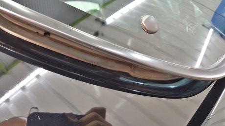 RX‐8のリアドアガラスの隙間の磨き