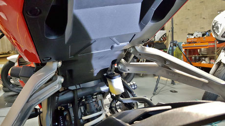 CBR250RRのフェンダー洗浄後
