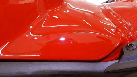 ドゥカティ・ストリートファイターV4S タンクの傷除去 ドゥカティ・レッド 埼玉のバイク磨き専門店・アートディテール