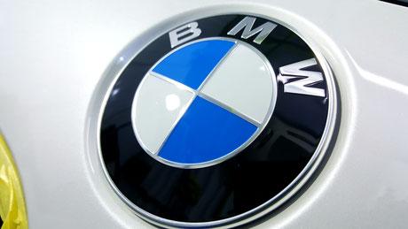 埼玉県三芳の車磨き専門店 BMWエンブレムの汚れ