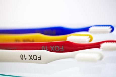 Zahnbürsten allein, reichen nicht aus