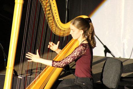 Solo an der Harfe