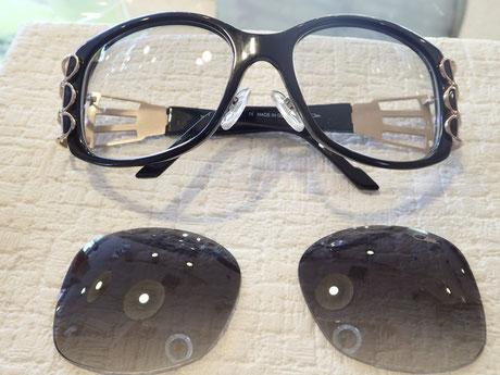レンズが外れやすいメガネ、ひょっとしたらカーブが合っていないせいかも。