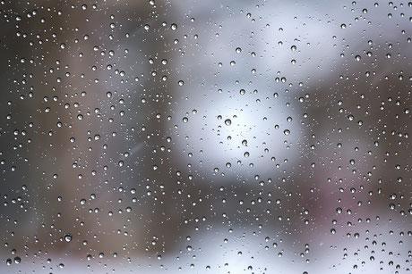 今日は雨が降ったり止んだり……
