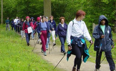 Il y a 10 ans, Arja nous faisait découvrir la marche nordique en forêt de Rougeau