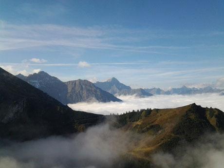 Kleinwalsertal: Sonne auf den Bergen ... Danke liebe Wiltrud für das schöne Foto ...