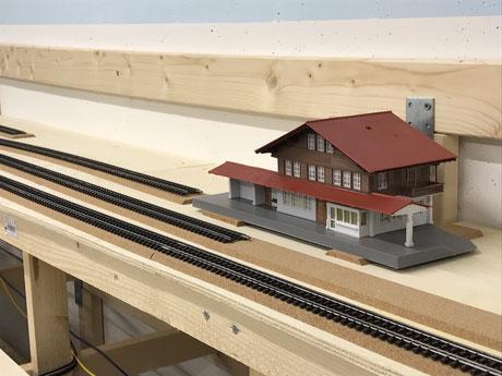 Verlegte Kork-Gleisbette auf Geraden