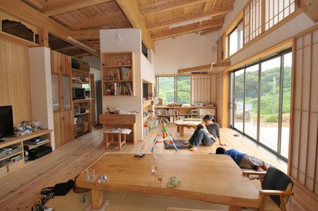 自然素材の平屋に暮らす