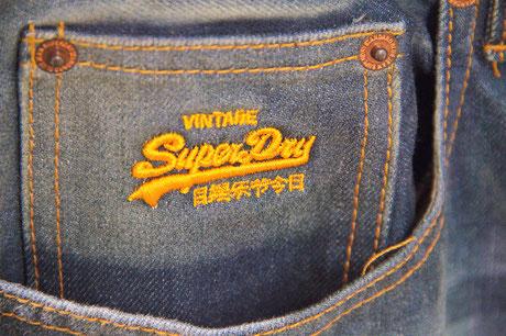 Detailaufnahme - Vintage-Fashion von Superdry bei NJUS in Soltau