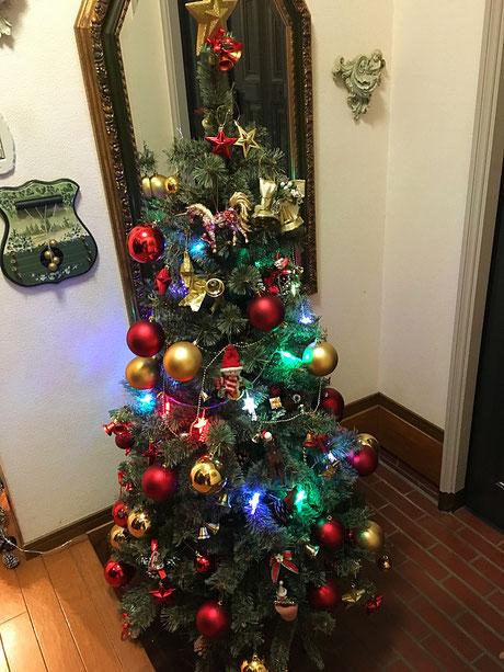 生徒さんに毎週飾りつけして貰ったらこんなに素敵なツリーになりました♪