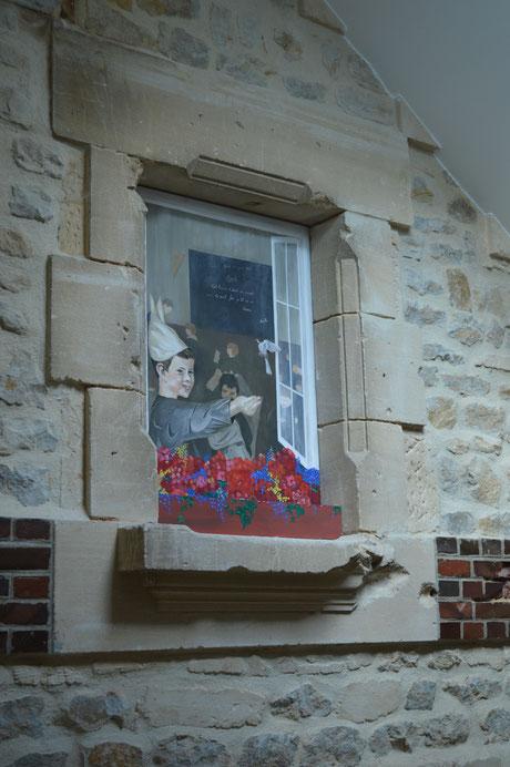 Peinture sur panneau à intégrer dans une ouverture d'un mur d'une ancienne école
