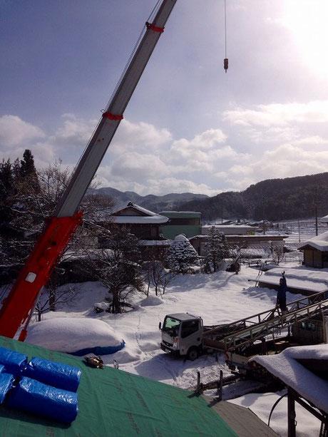 高山はきれいな雪景色。敷地まで雪かきをして、工事開始。