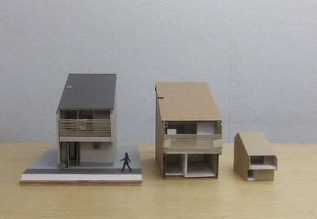 右から、企画設計作った1/100の模型・内観の光のイメージをつかみたくて作った1/50のスタディ模型・より詳細に作りこんだ基本設計お打合せ用の模型。