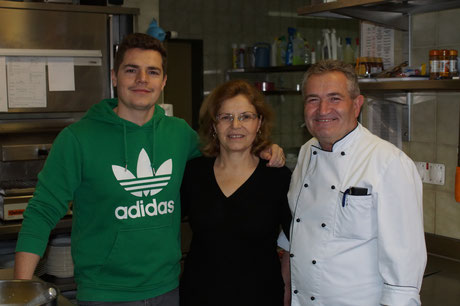 Foto Familie Hoxha  von links nach rechts: Gjemail  (Jimmy), Resmije und Shaqir Hoxha