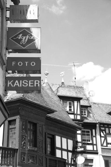 Auf Agfa- oder Kodak-Logos stößt man immer wieder. Wer kennt heute noch Fime mit 24 oder 36 Bilder...