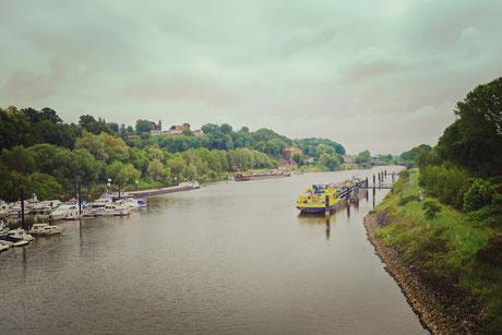 Der Einstieg in den Elbe Lübeck Kanal liegt leicht versteckt direkt hinter einer Brücke Richtung Bahnhof in Lauenburg.