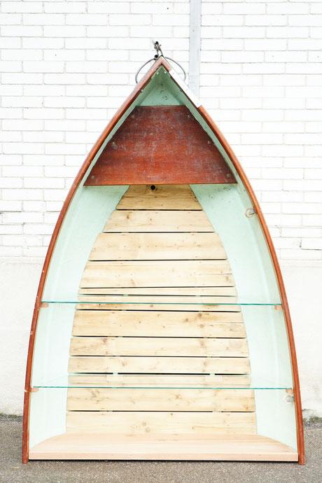 enrico lunico zug online shop bücherregal regal glas tablar fischer fischerboot fischen boot sarnersee see sarnen grün holz speziel dekoratives regal schweiz