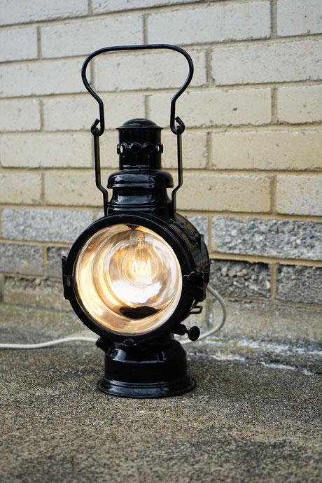 gabriele lok lampe bahn lampe petrol lunico zug online shop swissmade hanmade schwarz silber licht leuchte lampe tischlampe unikat strahlend