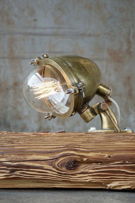 L'unico Zug Lunico Steinhausen Schweiz vintage lampen leuchten metall messing kupfer unikat stehlampe stehleuchte einzelstück LED creatic cable lampen bodenlampe bodenleuchte hängelampe hängleuchte holzlampe grau eiche marineboot massivholz holz leuchte
