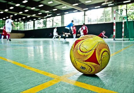 Neuer Kick auch im Betriebssport: Der Futsal-Ball auf dem Vormarsch in deutschen Sporthallen. (Foto: Daniel Schulze)