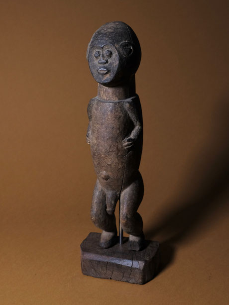 "Mambila figure ""tadep"" with short arms and heart-shaped face"