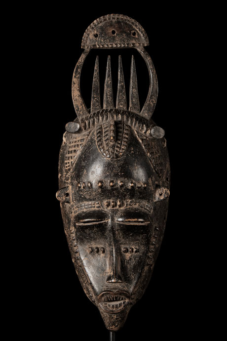 Masterfully carved and old Senufo face mask