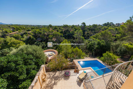 Property of three houses near the beach of Cala LLombards