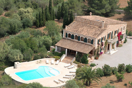Finca Son Mas with pool in idyllic surroundings