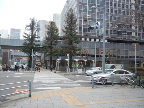 ④梅田1丁目交差点を渡ると東側に第1ビルがあります。