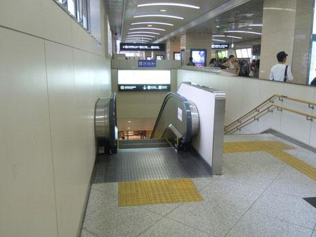 ①JR桜橋口から地下へと降ります。