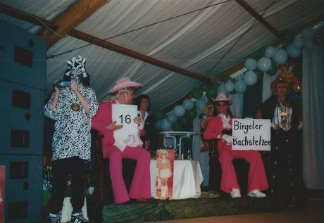 2010 - Nummernboys kündigen die jeweiligen Programmpunkte während der Prunksitzung an