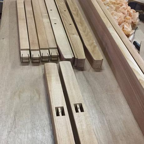 伝統技法を用いて作る無垢の家具