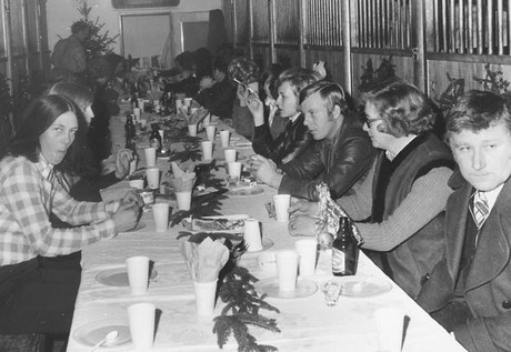 """Zu Zeiten, als es noch keine """"Doppelbox"""" und kein Casino gab: Weihnachtsfeier auf der Stallgasse."""