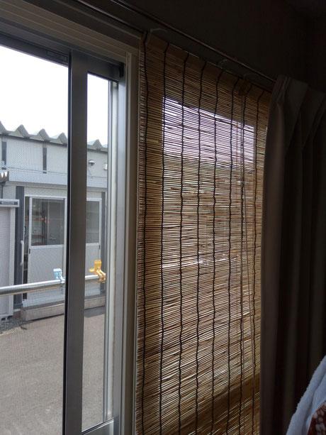 北海道胆振東部地震の仮設住宅に設置したすだれ