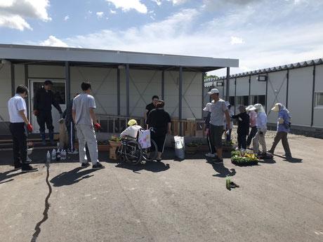 北海道胆振東部地震の福祉仮設住宅でのボランティア作業風景
