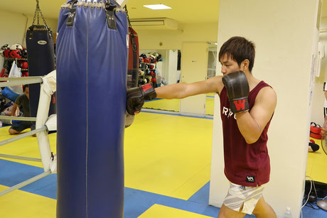 湘南格闘クラブ 練習 サンドバッグ