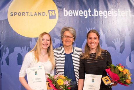 v.l.: Melanie Schwarz, LR Dr. Petra Bohuslav, Elisabeth Gruber