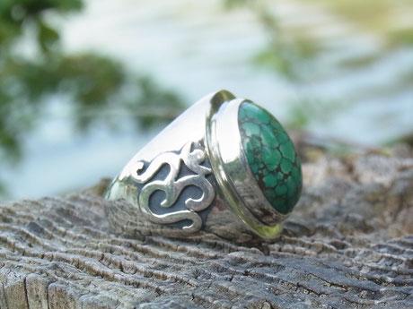 Silberring mit OM Zeichen und grünem Türkis Edelstein