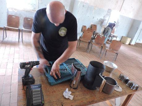 preparazione attrezzatura per la costruzione del forno