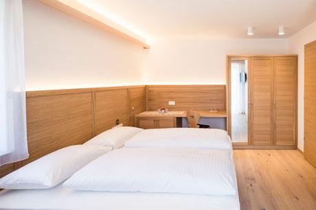 Zimmer Classic - Garni Hotel Clara Das B&B am Kronplatz