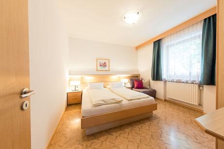 apartment sleeping room - Garni Hotel Clara B&B Riscone Kronplatz Dolomites